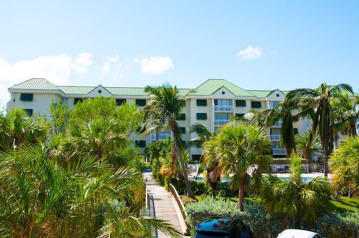 Sunshine Suite (condo hotel) *Hot tub & Pool