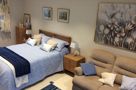 A bed sitting room with a stunning view - Clevedon - Hus