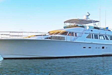 Private 90ft luxury motor yacht - Marigot