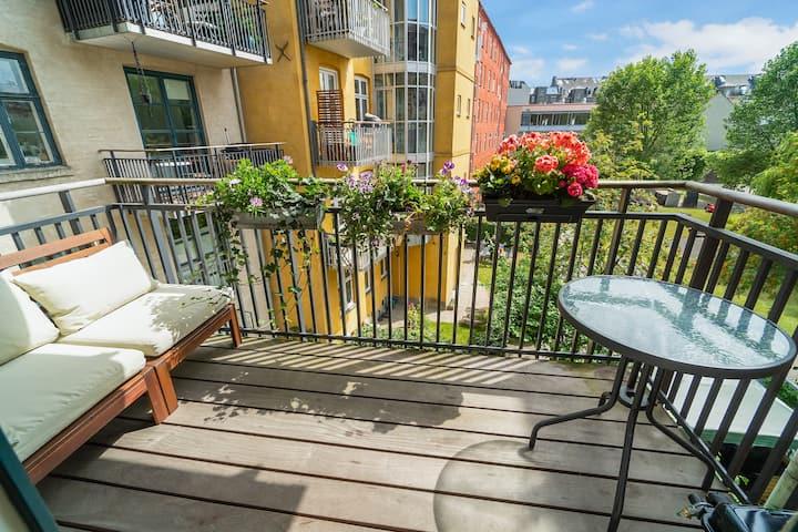 Cozy apt. + balcony in the heart of hip Nørrebro