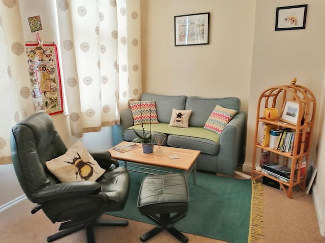 Fresh zen flat in Stroud, heart of the Cotswolds