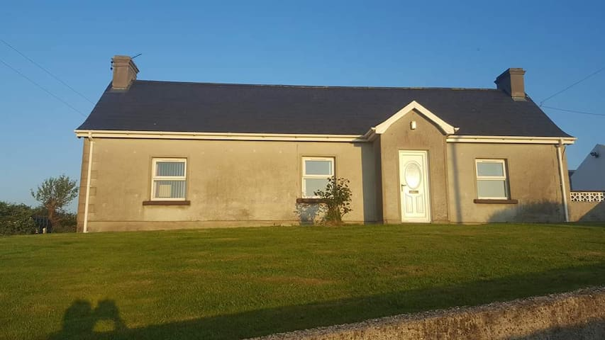 Holly Cottage  Mayobridge  idyllic setting