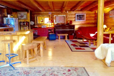 Hand crafted Log Home - Talkeetna - Chatka
