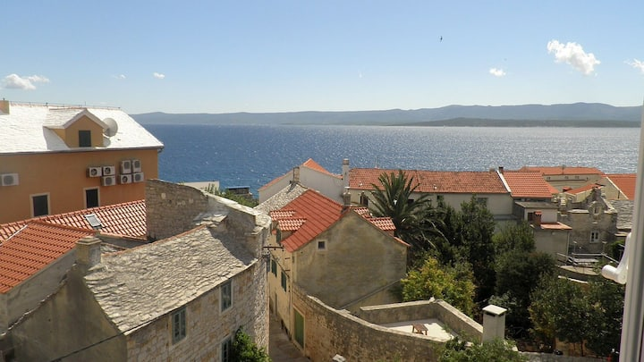 Two Bedroom Flat with a view in the centre of Bol