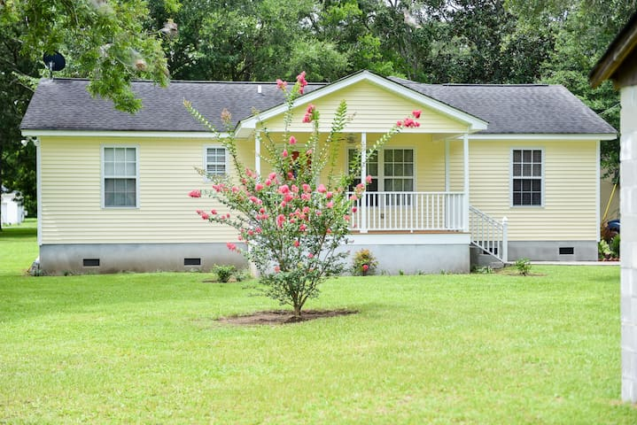 3B/2Ba Island Gem, minutes from beach and downtown