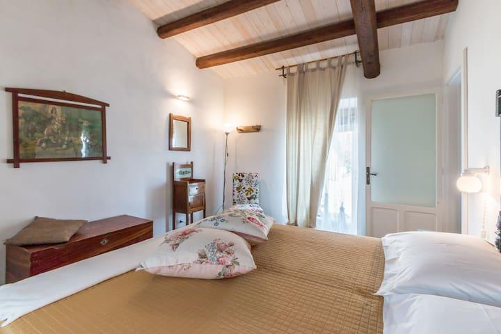 """""""Plumelia"""" di Dimore del Valentino - Sampieri - Bed & Breakfast"""