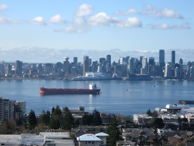Views of water and beyond!! - North Vancouver - Departamento