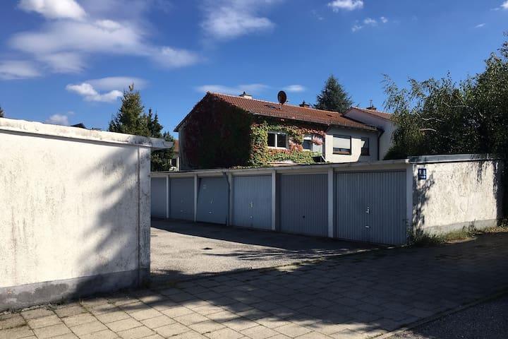 Großes ruhiges 16 qm Zimmer am Münchner Stadtrand