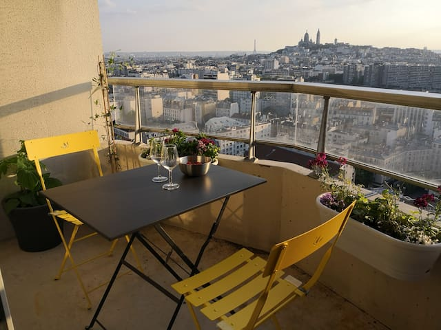 Studio with balcony and view over Paris