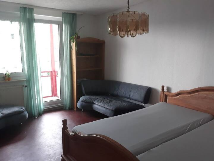 Ruhiges Doppelzimmer mit Balkon