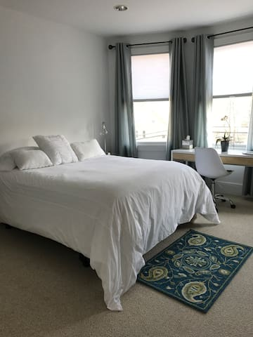 #2 Lovely Private Room 35 Minutes from Manhattan - New Rochelle - บ้าน