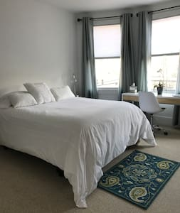 #2 Lovely Private Room 35 Minutes from Manhattan - 新罗谢尔(New Rochelle) - 独立屋