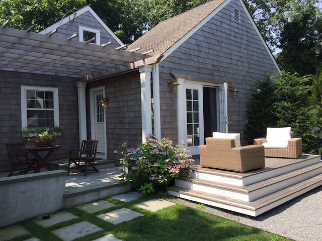 Beautiful, Updated Cottage - Walk to Village - East Hampton - Huis