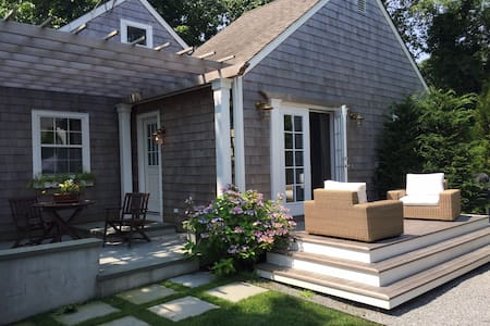 Beautiful, Updated Cottage - Walk to Village - East Hampton