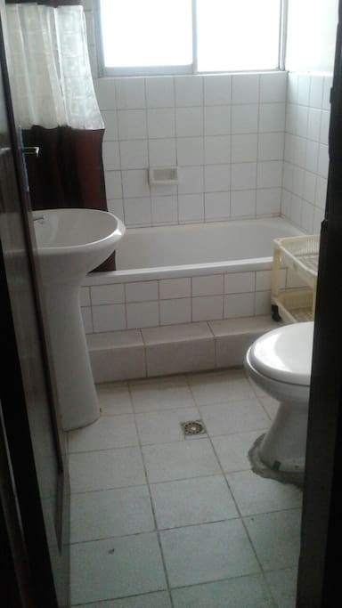 shared bathroom till for 3 people