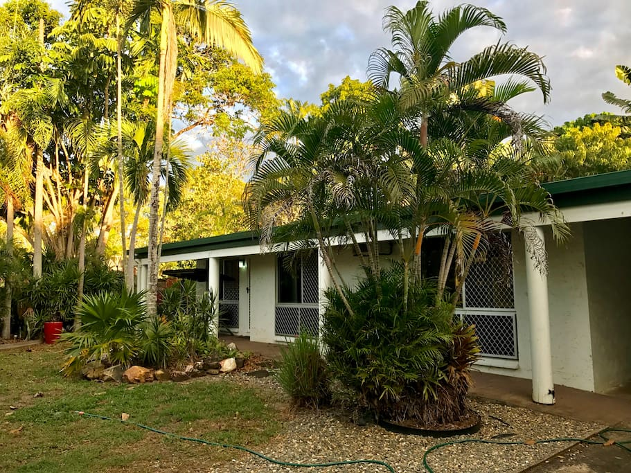This gorgeous little home is private and close to the beach!