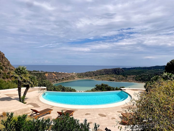 Unique Pantelleria dammuso with an amazing view
