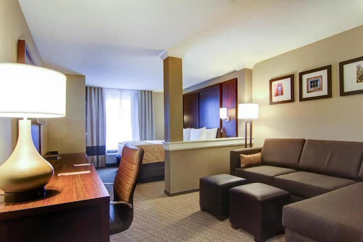 Adorable Suite Double Bed At Carlsbad