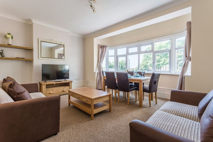 Spacious 3 Bedroom Maisonette, Perfect For Groups!