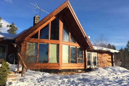 Beautiful log home 10 mins from Penticton - Penticton