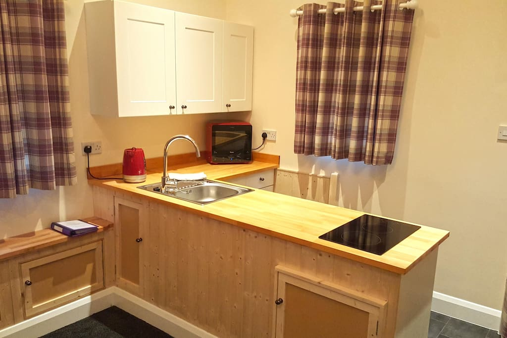 Well equipped kitchen with cooker, fridge freezer, microwave etc