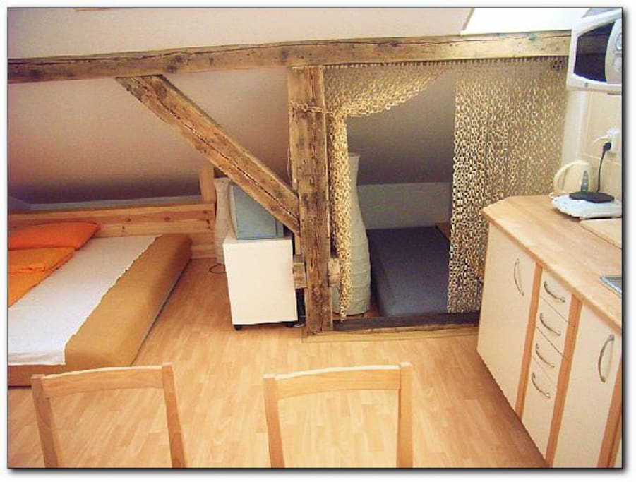 Apt. Attic - an extra separate space with a third bed