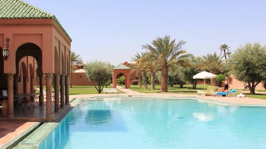 Marrakech Palmeraie villa riad location mois