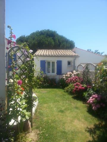 Petite maison dans un joli jardin - Dolus-d'Oléron - Casa de hóspedes