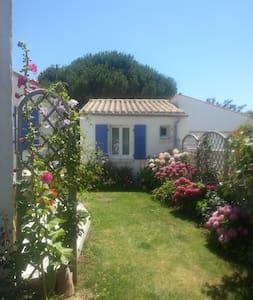 Petite maison dans un joli jardin - Dolus-d'Oléron - Gästhus