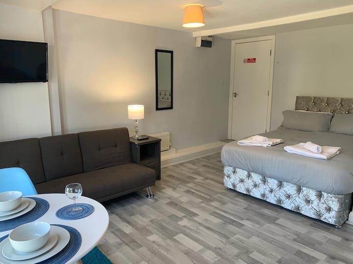 Grey Stone Studio Apartment G, Newly Refurbished