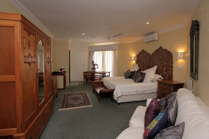 PATS ROOMS K - BEST BNB IN BRYANSTON