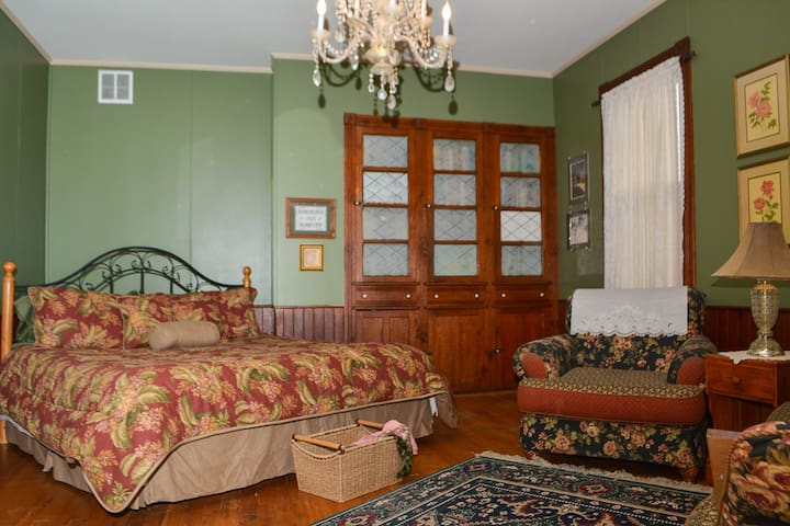 Garden Room - private, elegant, romantic - Monterey - Bed & Breakfast