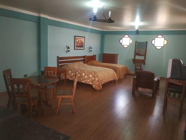 Estudio amplio baño, cocina, sala, WiFi, Ca-Tv, 14