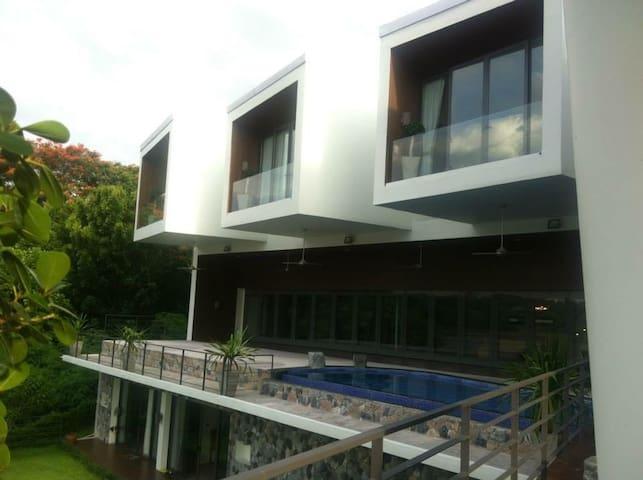 Prime Nature Villa Airport - Tambon Rachathewa - House