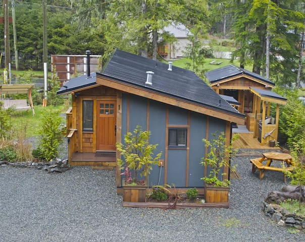 Port O'Pierre with Bunkhouse - Port Renfrew - Cabin