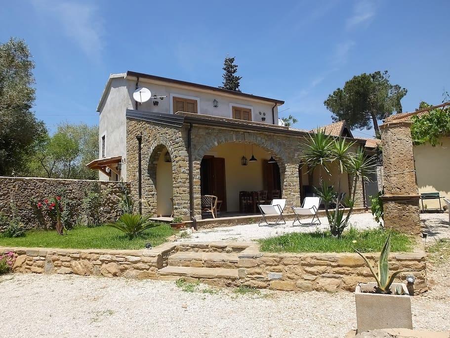 Antico casale in pietra ristrutturato nel cilento case for Disegni di case in pietra