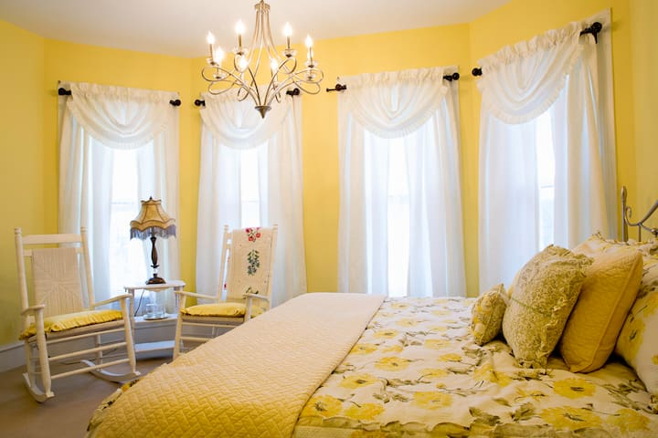 A Governor's Inn B&B: The Mary Ireland Room