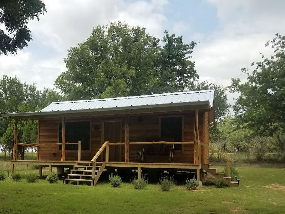 The hideaway at lake lbj cabins for rent in kingsland for Fishing cabins in texas