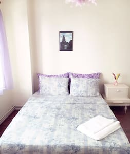 Private Double Room in a House near by Bostanci - Maltepe - Hus