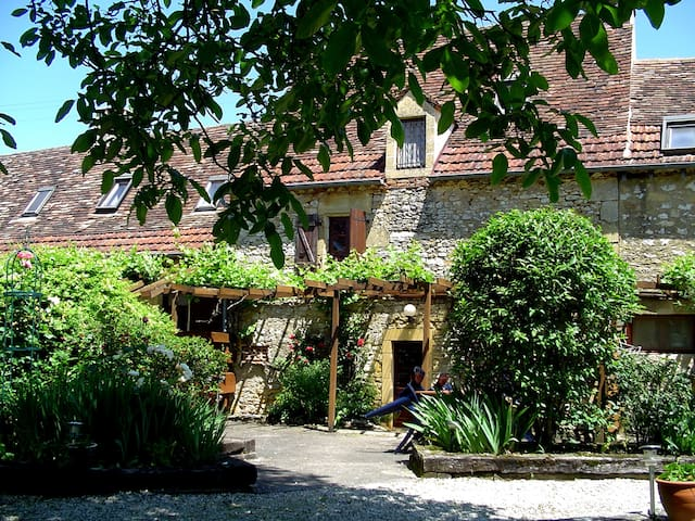 Beautiful stone cottage in the Dordogne valley - Nadaillac-de-Rouge - Haus