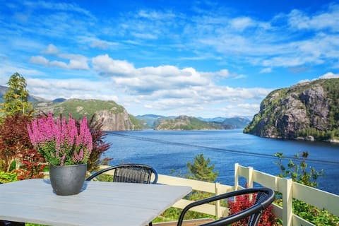 Cozy house with large garden and fjord view