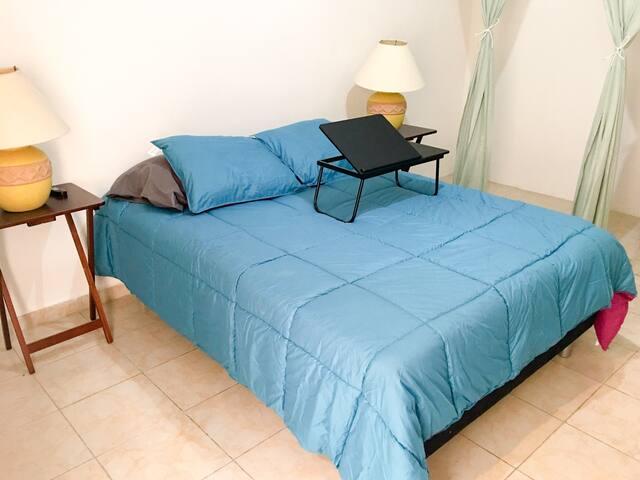 Cute flat 12 mins away from the beach Cancun w A/C - Cancún - Apartemen