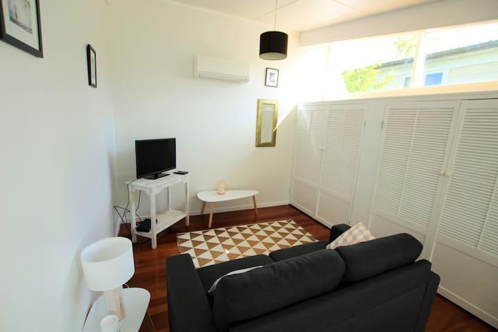 Glendowie light-filled, one bedroom - 오클랜드 - 단독주택
