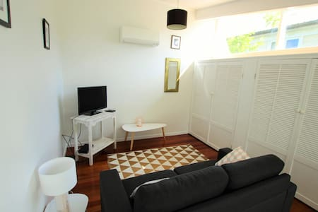 Glendowie light-filled, one bedroom - Auckland