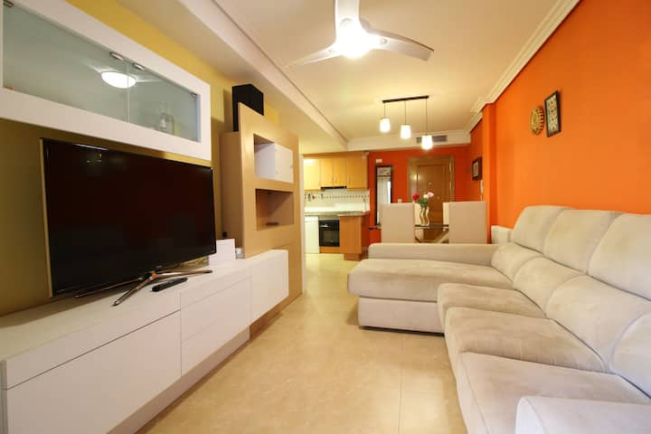 Apartment with large terrace and WIFI in the beach