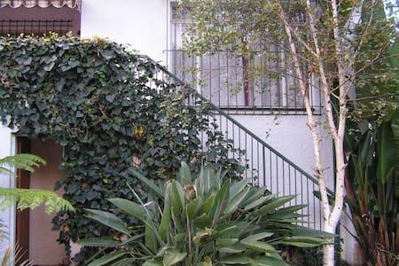 Sunny, private and quiet apartment - Edenvale