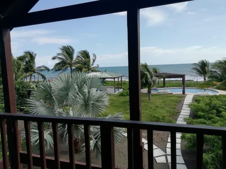 Casa Las iguanas. Frente al mar (Beachfront).