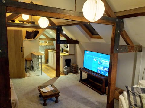 The barn, spacious self contained barn conversion