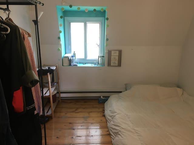 Belle chambre |  5 mins du métro Beaudry | Coloc