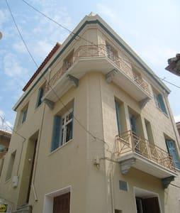 3 Storey original Greek home with stunning views - Samos - Rumah